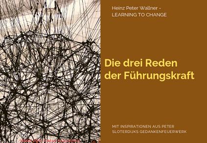 """Das Bild ist in zwei Hälften geteilt. Die linke Bildhälfte zeigt ein Bild eines Werkes des Künstlers Tomas Saraceno (Argentinien). Es ist ein Foto seiner Galaxien, die er mit schwarzen Schnüren bindet und vernetzt. Zu sehen ist eine dreidimensionales Netzwerk aus dicht vernetzten schwarzen Schnüren in Raumgröße. Die rechte Bildhälfte zeigt eine braune Fläche mit dem gelben Text: """"Die drei Reden der Führungskraft"""". Zusätzlich der Name des Autors Dr. Heinz Peter Wallner und der Slogan: Learning to change. Weiteres der Hinweis auf die Quelle: Mit Inspirationen aus Peter Sloterdijks Gedankenfeuerwerk."""