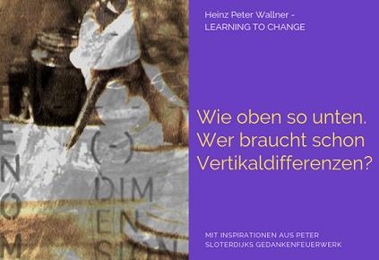 """Das Bild ist in zwei Hälften geteilt. Die linke Bildhälfte zeigt ein Foto einer Frauenhand, die mit einer alten Feder schreibt. Das ganze Foto wirkt sehr alt. Die Motive sind aus dem 18 Jahrhundert genommen. Der Text: Dim En Sion soll einen mystischen Charakter erzeugen. Die rechte Bildhälfte zeigt eine violette Fläche mit dem gelben Text: """"Wie oben so unten. Wer braucht schon Vertikaldifferenzen?"""". Zusätzlich der Name des Autors Dr. Heinz Peter Wallner und der Slogan: Learning to change. Weiteres der Hinweis auf die Quelle: Mit Inspirationen aus Peter Sloterdijks Gedankenfeuerwerk."""