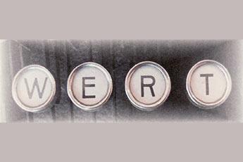 Das Bild zeigt die Tasten einer alten Schreibmaschiene mit den Buchstaben WERT